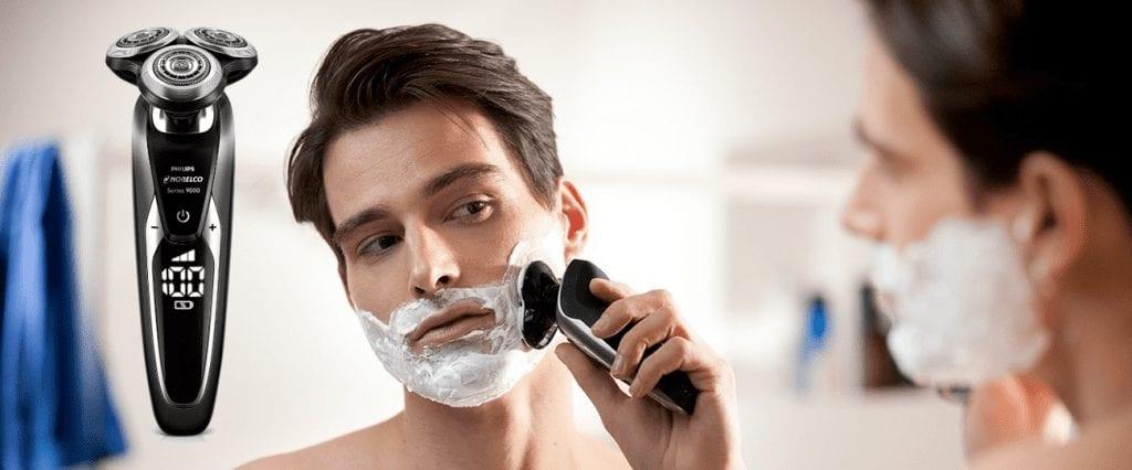 גבר מתגלח עם פיליפס נורלקו 9700