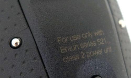 נקודות החיבור של מעמד ההטענה על מכונת הגילוח של בראון סדרה 9