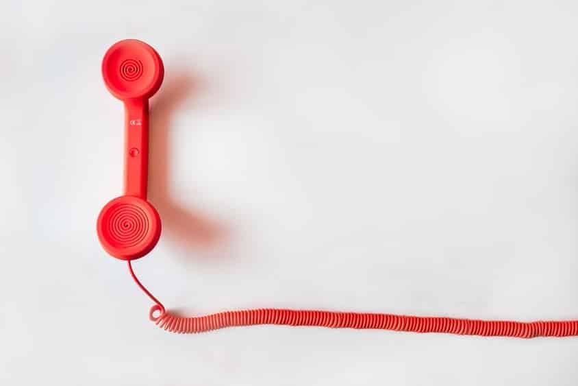 טלפון כתום עם כבל מסולסל