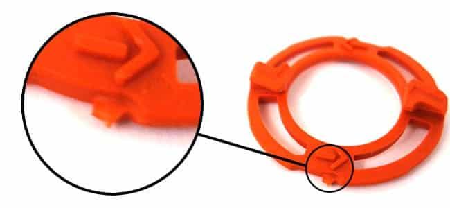 פין פלסטיק כתום בראש של מכונת הגילוח של פיליפס
