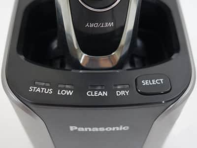 עמדת ניקוי וטעינה של Panasonic ES-LV95 תמונה של הכפתורים