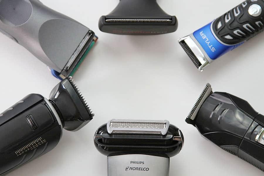 ראשים של מכונות גילוח שונות מסודרות במעגל